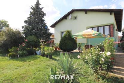 Großes Einfamilienhaus in ruhiger Siedlungslage mit großem Garten!