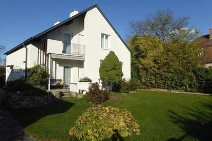 Sehr schönes Architekten-Haus aus den Sixties mit Garage im Villenviertel von 2620 Neunkirchen