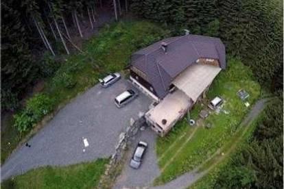 Alleinlage .Großes Haus ( Ferienhaus) in absoluter sonnigen Lage mit großem Grunstück