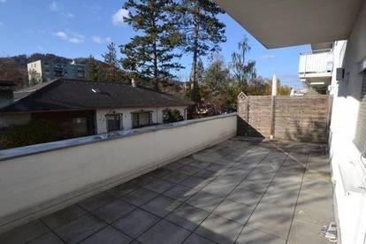 Strassgang - 35 m² - 2 Zimmer-Wohnung - großer Außenbereich - inkl. Parkplatz