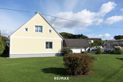 Renoviertes Wohnhaus mit Garage, Nebengebäude und sonnigem Garten!