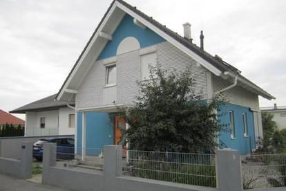 Loipersbach/Bgld.: Wunderschönes Einfamilienhaus mit Garage, idyllischem Garten und einer tollen Einliegerwohnung