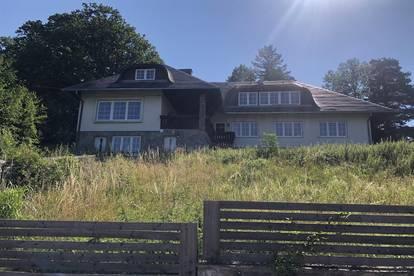 Gloggnitz: Riesiges Haus mit 14 (!) Zimmer, Indoor Pool, großem Grundstück und vielen Nutzungsmöglichkeiten