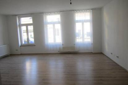 Neunkirchen: Schöne große Wohnung in Zentrumsnähe