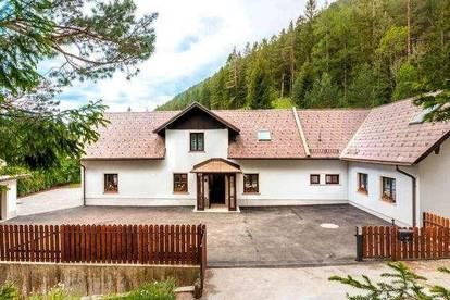 Puchberg am Schneeberg: Wunderschönes Landhaus mit riesigem Grundstück in traumhafter Waldrandlage