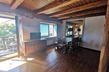 Leobersdorf: Tolle Maisonettewohnung mit Balkon in außergewöhnlichem Stil