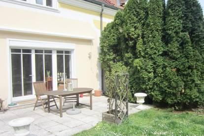 Doppelhaushälfte-Villa nahe dem Golfplatz in schöner Grünlage zu mieten!