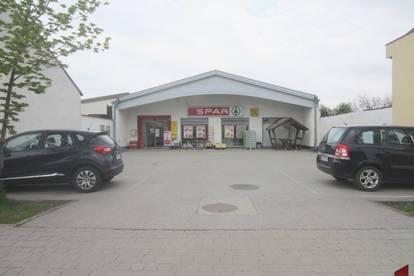 Großes Geschäftsobjekt , Verkaufsfläche - Lagerfläche - Lieferrampe - Parkplätze zu mieten !