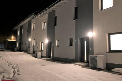 Reihenhaus Harmonie - Dieses neu errichtete Zuhause ist perfekt für Ihre Familie - Ca.138m² W/NF gesamt + Eigengarten + Carport und PKW Stellplatz