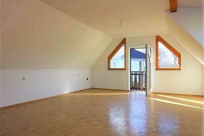 Sehr großzügige, ruhige 2-Zimmer-Dachgeschosswohnung in zentraler Lage in Gleisdorf