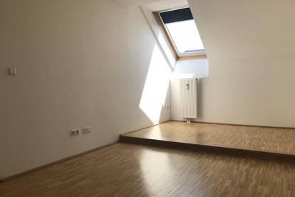 Ideal aufgeteilte, schöne 3-Zimmer-Altbauwohnung in absoluter Bestlage, direkt gegenüber der Karl-Franzens-Universität