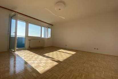 Lichtdurchflutete Garconniere mit extra Küche, schönem Balkon und atemberaubender Aussicht
