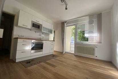 Perfekt aufgeteilte, helle 2-Zimmer-Wohnung mit KFZ-Abstellplatz und mit Balkon in Grünruhelage – nähe LKH