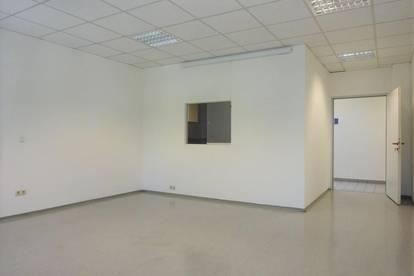Schöne Bürofläche in frequentierter Lage mit KFZ-Abstellplätzen- nahe dem Autobahnzubringer Graz-Ost