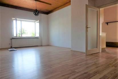 Außergewöhnliches Anlegerobjekt - Sanierungsbedürftige, sehr helle 3-Zimmer-Altbauwohnung in bester Lage in Weiz