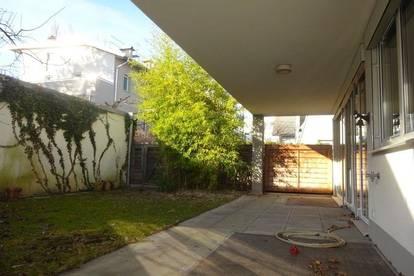 Sehr gepflegte und moderne 3-Zimmer-Wohnung mit 22 m² Terrasse und 77 m² Eigengarten
