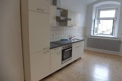 Einzigartiges Anlageobjekt – Vermietete, perfekt aufgeteilte 3-Zimmer-Altbauwohnung in absoluter Bestlage im Zentrum von Weiz