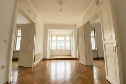 Exklusive, wunderschöne 5-Zimmer-Altbauwohnung mit KFZ-Garage und 2 Balkonen in absoluter Bestlage in St. Leonhard