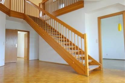 Perfekt aufgeteilte 4-Zimmer-Maisonette-Wohnung mit einer Galerie, Balkon, Dachterrasse und KFZ-Abstellplatz