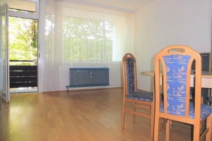 Sehr helle und gepflegte Wohnung mit Loggia in guter, zentraler Lage
