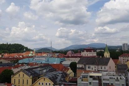 Helles, sehr zentrales Wohnungseigentumsobjekt mit einzigartiger Aussicht auf dem Schlossberg - Rarität