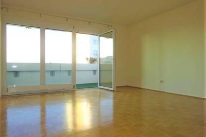 Helle 2-Zimmer-Wohnung mit großzügigem Balkon in zentraler Lage
