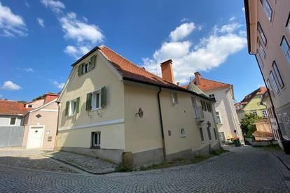 Absolute Rarität! Residieren direkt am Schlossberg - Repräsentative Liegenschaft mit großer Terrasse und KFZ-Garage