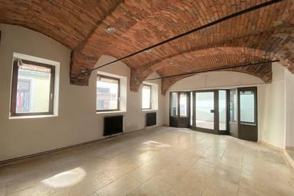 1. Monat mietfrei! Büro, Lokal oder Schauraum - Hochwertig sanierte Gewerbefläche im zentralen Altbaujuwel in der Weizer Innenstadt - PROVISIONSFREI