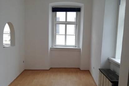 Sehr nette Einraum- Wohnung mit extra Schlafbereich für SINGLES im Zentrum Badens