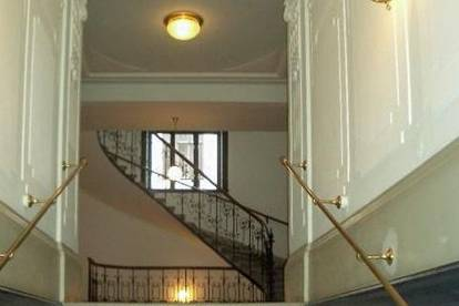 Erstklassige 2-Zimmer Altbauwohnung mit Erker nahe Wirtschaftskammer- in 1040 Wien zu mieten