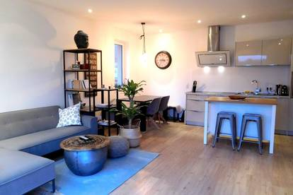 """2-Zimmer Penthouse-Wohnung """"living is a feeling"""""""