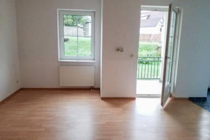 Erdgeschosswohnung mit 3 Zimmern und Terrasse!