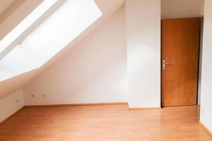 Helle 4-Zimmerwohnung mit Terrasse! Provisionsfrei!