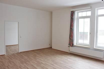 Renovierte Wohnung mit 4 Zimmern! Provisionsfrei!
