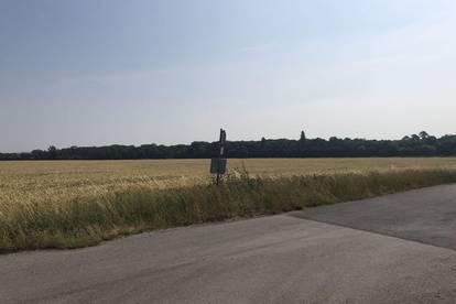 südlich Flughafen Schwechat - Industriegrundstück 20.000 m² - 100.000 m² möglich!