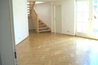 LKH! Schöne 4-Zimmerwohnung mit Terrasse und Carport!