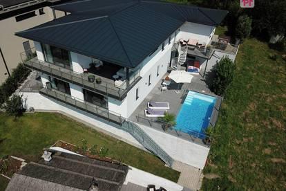Mondsee: exklusives Einfamilienhaus mit Einliegerwohnung, Pool und Seeblick