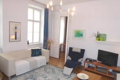 KOMPLETTAUSSTATTUNG: Geschmackvoll eingerichtete 2 Zimmer Wohnung in südseitiger Hofruhelage!
