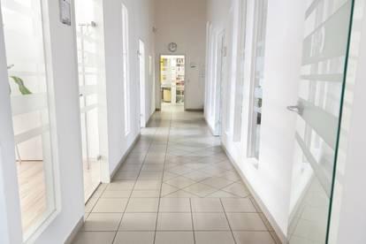 Hallenflächen/Büros/Freiflächen in verschiedensten Größen mit 24h Zufahrt, Laderampen und PKW Parkplätzen an der B1!