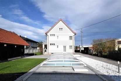 Schönes Wohnhaus mit toll angelegtem Garten und Pool in ruhiger Siedlungslage