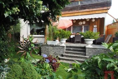 Helle Wohnung mit ca.350m² Eigengarten
