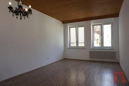 Ab sofort verfügbar ! Schönes Wohnen in einer großzügigen und hellen 3-Zimmer-City-Wohnung.