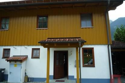 Ganz frisch strahlt + glänzt dies schmucke Haus für seine neuen Besitzer !