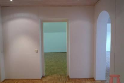 Großzügige Drei-Zimmerwohnung mit Südbalkon in grüner und ruhiger Lage, sofort beziehbar.