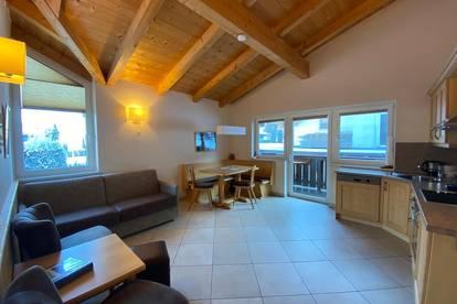 Appartementhaus mit Bergkulisse