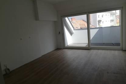 exklusive Dachgeschoßwohnung - neu saniert!