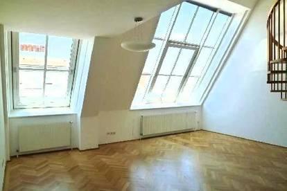 Moderne, sehr extravagante Maisonette mit toller Dachterrasse