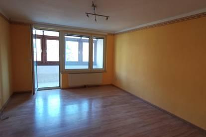 Ruhige 2-Zimmer-Loggia-Wohnung mit Stellplatz; Interessantes Anlegerobjekt