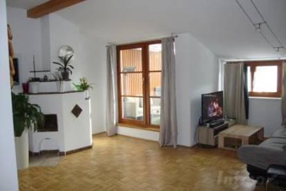 Hall: 3 Zimmerwohnung auf 79 m2 mit Loggia und Tiefgarage um € 1075.--