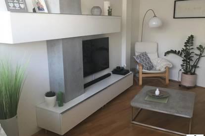 Wunderschöne 2 Zimmer Wohnung - mit Balkon und TG // ST. PETER